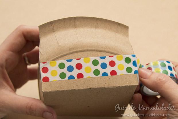 Cajas con platos de cartón 6