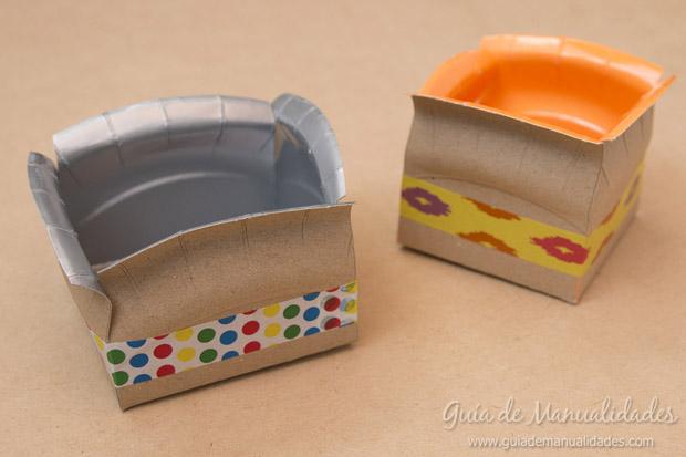 Cajas con platos de cartón 7