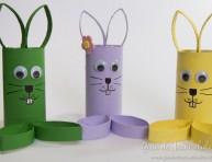 imagen Simpáticos conejos con tubos de cartón