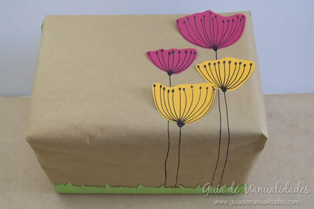 Envoltorio para regalos con flores de papel gu a de - Envoltorios para regalos ...