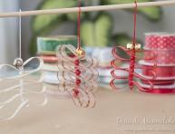 imagen Fáciles adornos de navidad con cintas y cascabeles