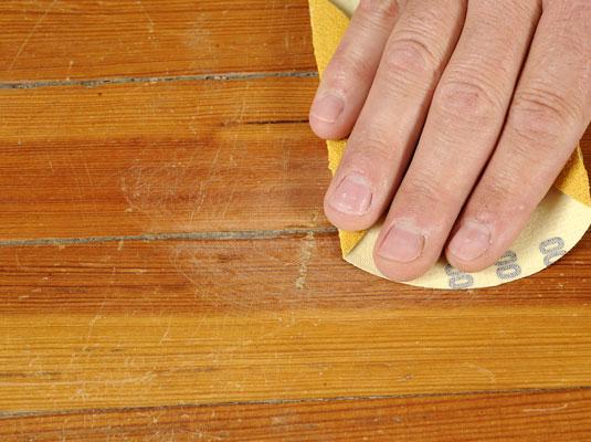 Arreglar arañazos en la madera 3