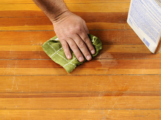 Arreglar arañazos en la madera 4