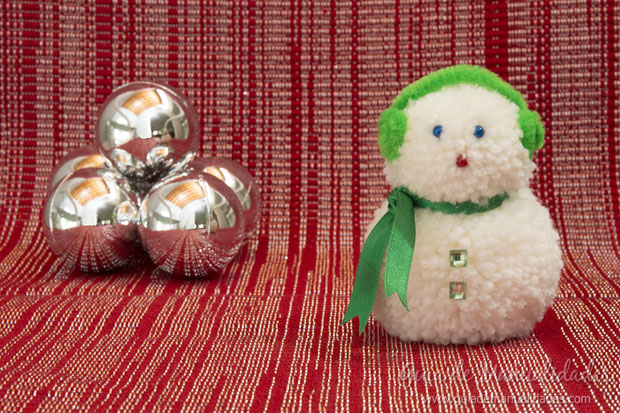 Mu eco de nieve con lana gu a de manualidades - Manualidades munecos de navidad ...