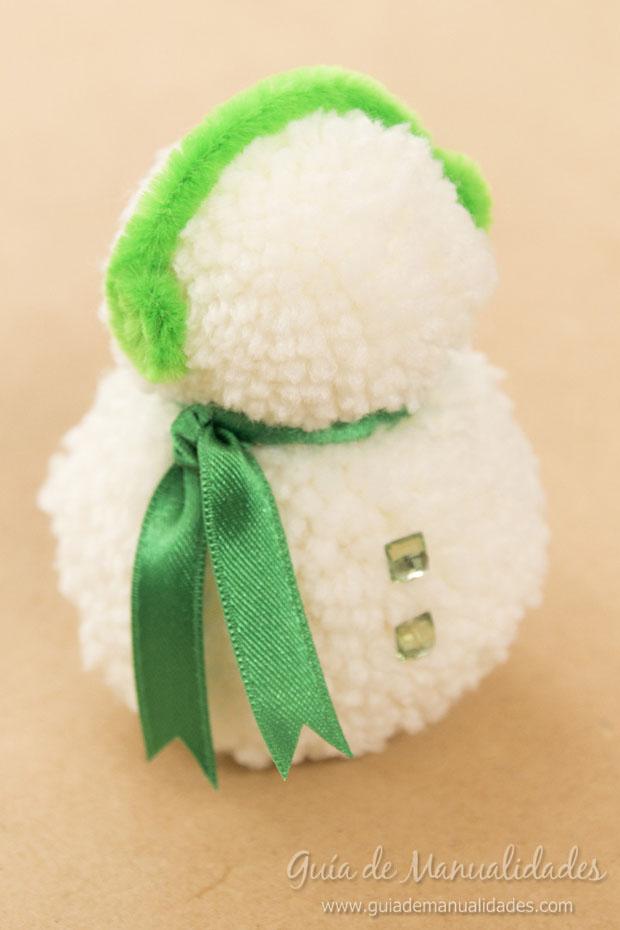 Muñeco de nieve con pompones 8