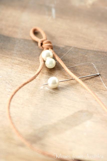Brazalete de perlas y cuero 2
