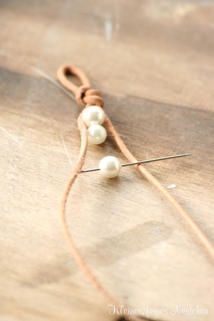 Brazalete de perlas y cuero 3