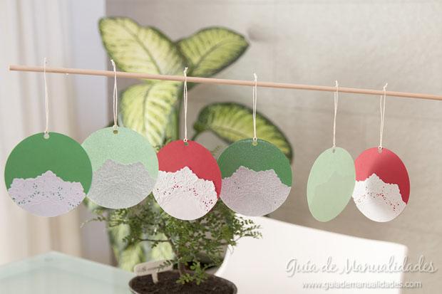 Adorno navide o con cartulina y blondas de papel gu a de - Adornos de navidad con cartulina ...