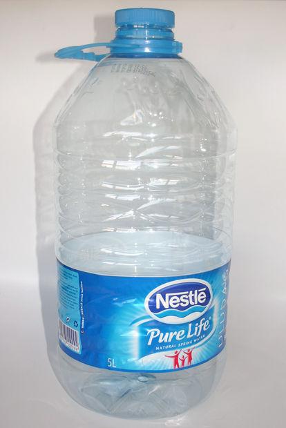 Bol con una botella plástica 3