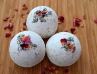 imagen Cómo hacer bombas de baño de rosas, lavanda y avena