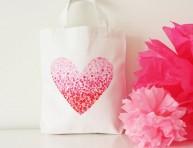 imagen Bolsa de tela con decoración DIY para San Valentín