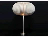 imagen Decora una lámpara con platos desechables