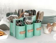 imagen Un bonito portacubiertos hecho con latas de conservas