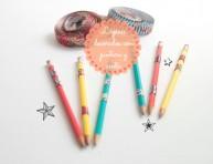 imagen Decora lápices con pintura y cintas adhesivas
