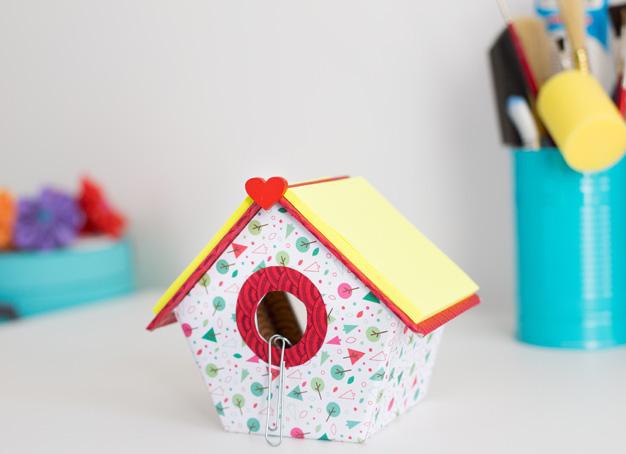 Casa pájaros cartón 1