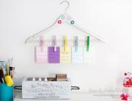 imagen Organizador semanal con pinzas para la ropa