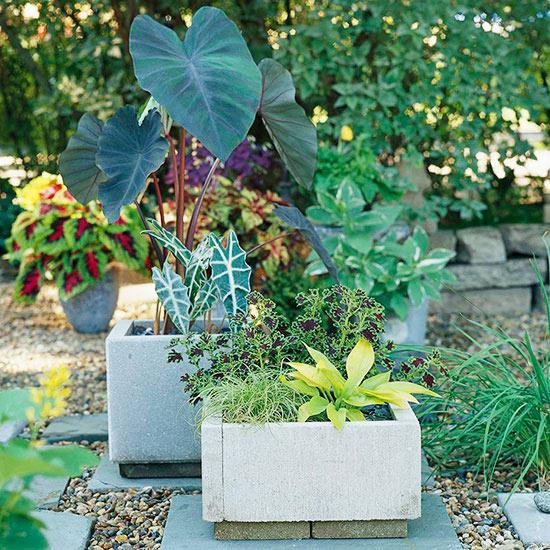 como-hacer-jardineras-con-losetas-de-cemento-01
