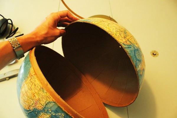 como-hacer-una-lampara-con-un-globo-terraqueo-04