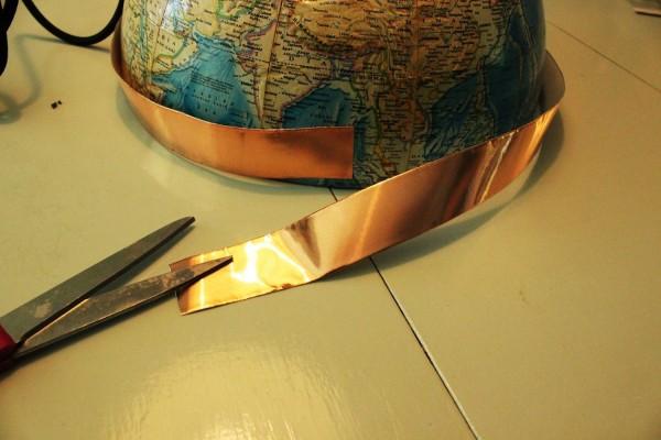 como-hacer-una-lampara-con-un-globo-terraqueo-07