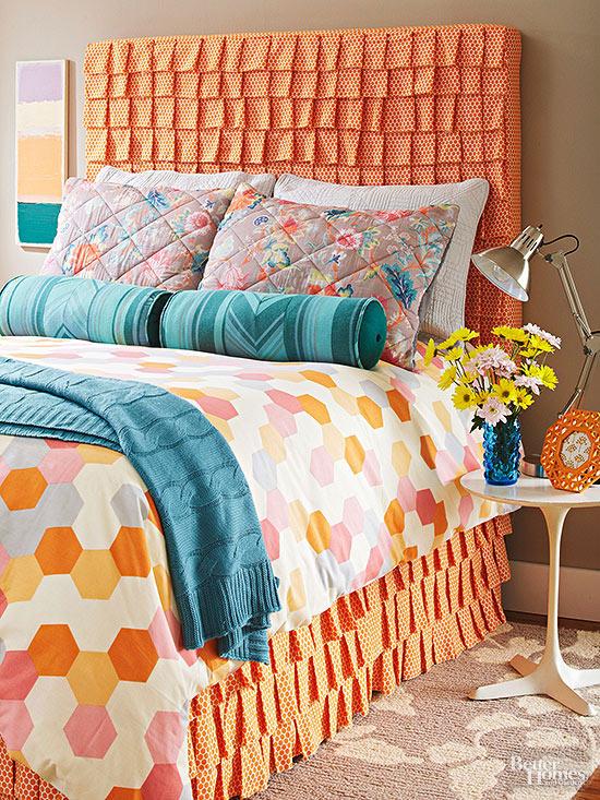 C mo tapizar el cabecero de la cama con volantes gu a de - Tapizar un cabecero de cama ...