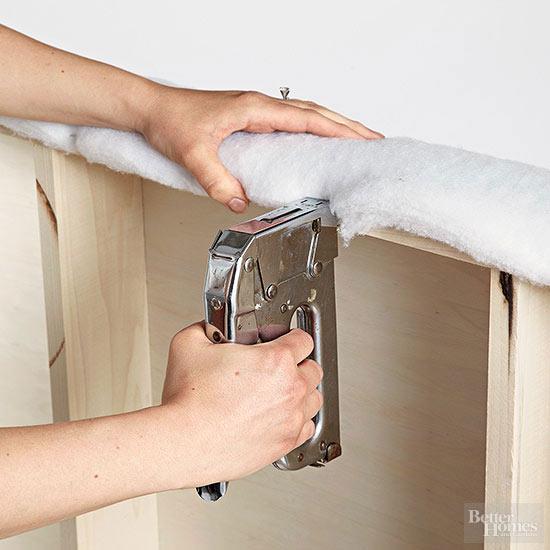 tapiza el cabecero de tu cama con volantes