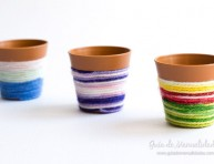 imagen Macetitas decoradas con lanas de colores