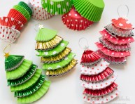 imagen Adornos navideños con moldes de papel para cupcakes
