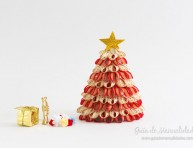 imagen Arbolito de Navidad de mesa en rojo, blanco y dorado