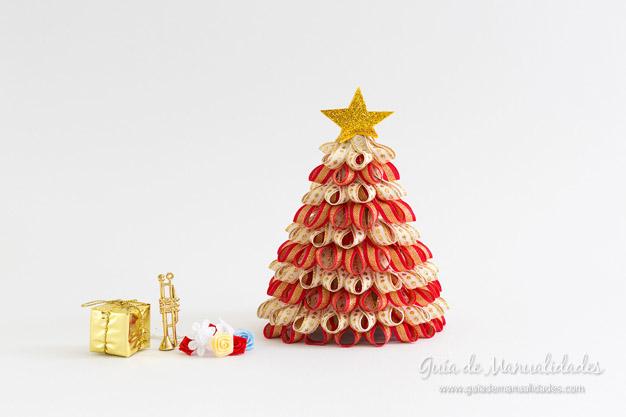 Árbol de navidad con cintas 1