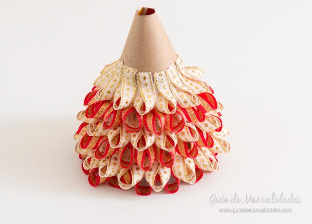 Arbolito de navidad de mesa en rojo y dorado gu a de for Cuando se pone el arbol de navidad