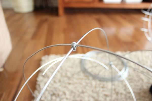 como-hacer-esferas-de-alambre-para-el-jardin-08