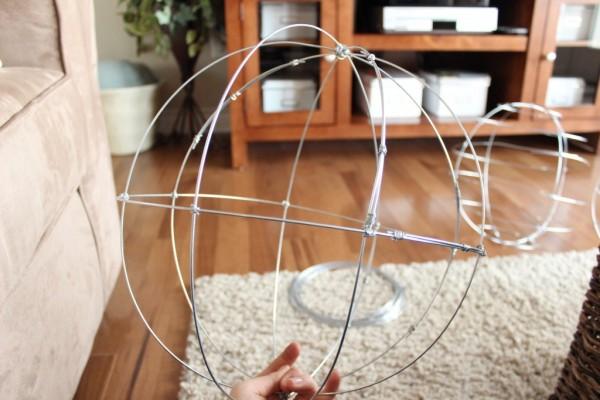 como-hacer-esferas-de-alambre-para-el-jardin-09