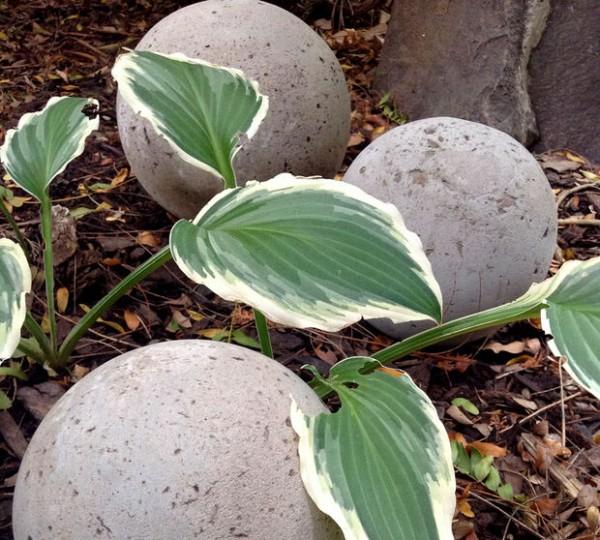 esferas-de-cemento-para-el-jardin-07
