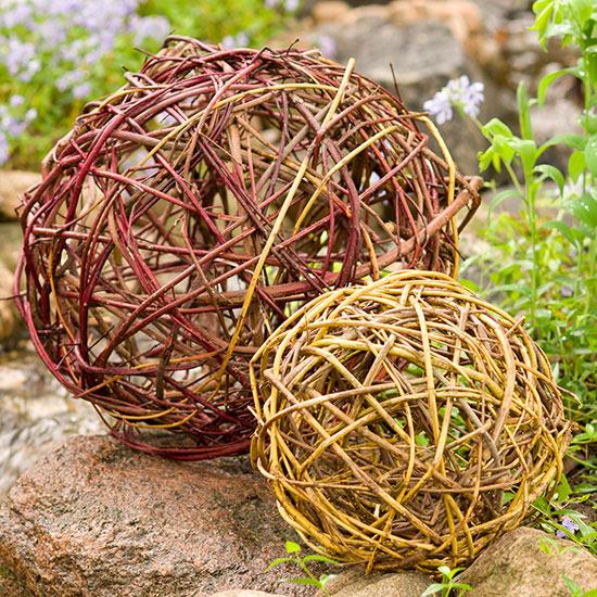 esferas-de-ramas-de-cornejo-para-decorar-el-jardin-01
