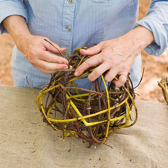 esferas-de-ramas-de-cornejo-para-decorar-el-jardin-05