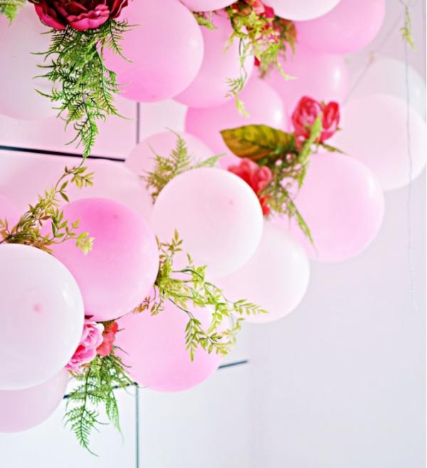 como-preparar-una-guirnalda-de-globos-y-flores-01