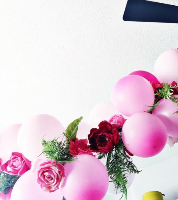 como-preparar-una-guirnalda-de-globos-y-flores-04