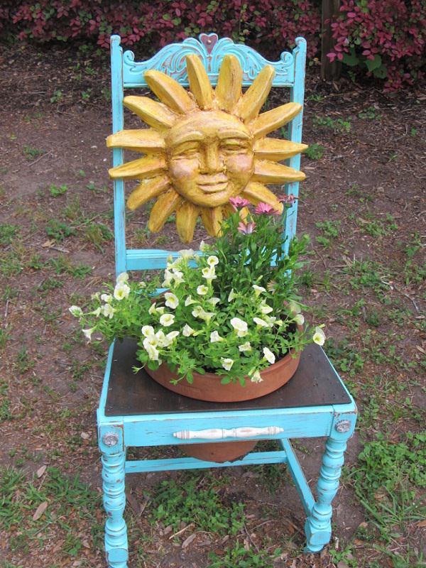 ideas-para-decorar-con-sillas-y-plantas-06