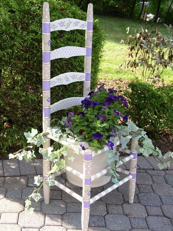 ideas-para-decorar-con-sillas-y-plantas-10