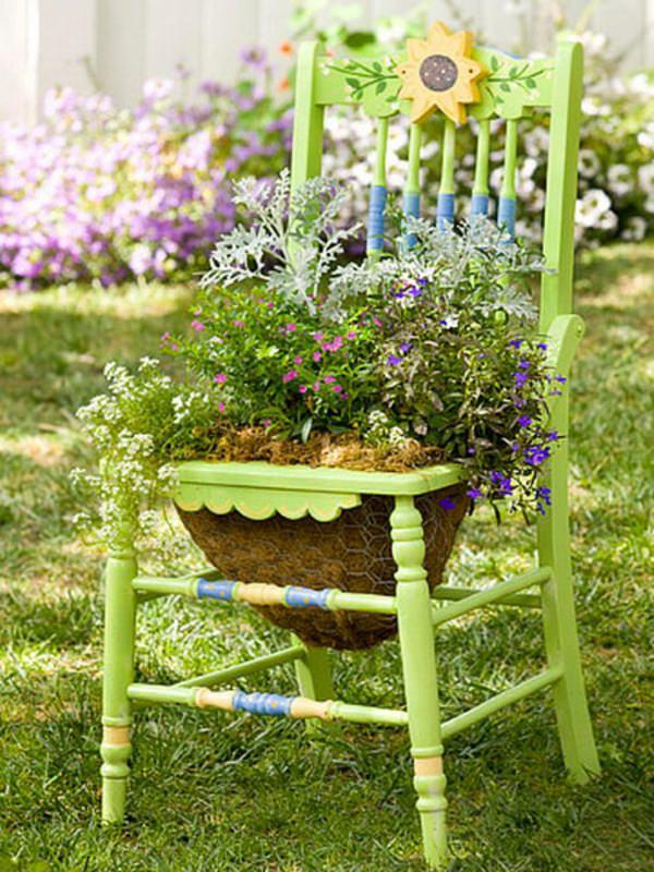 ideas-para-decorar-con-sillas-y-plantas-11