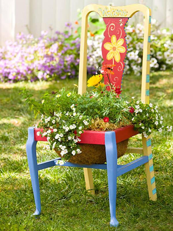 ideas-para-decorar-con-sillas-y-plantas-12