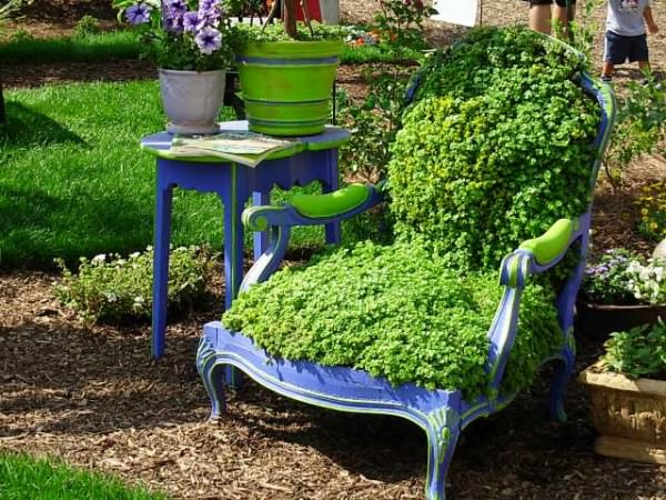 ideas-para-decorar-con-sillas-y-plantas-16