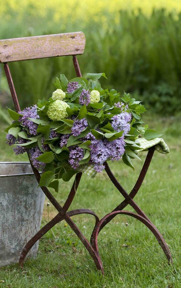 ideas-para-decorar-con-sillas-y-plantas-21