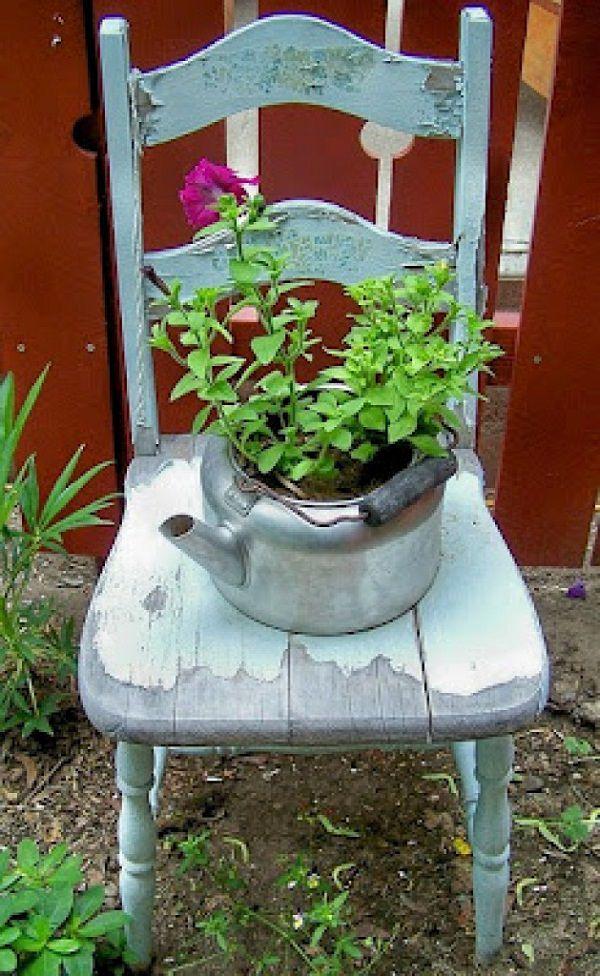 ideas-para-decorar-con-sillas-y-plantas-22