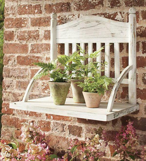 ideas-para-decorar-con-sillas-y-plantas-23