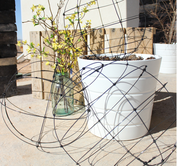 C mo hacer esferas de alambre para el jard n gu a de for Como hacer una terraza economica