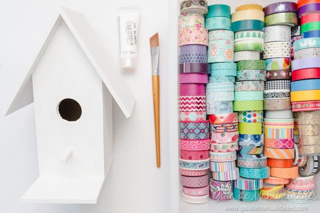 la casita para aves ya tena una base para madera blanca as pintarla con la pintura acrlica es ms sencillo y todo el trabajo tiene un acabado mejor