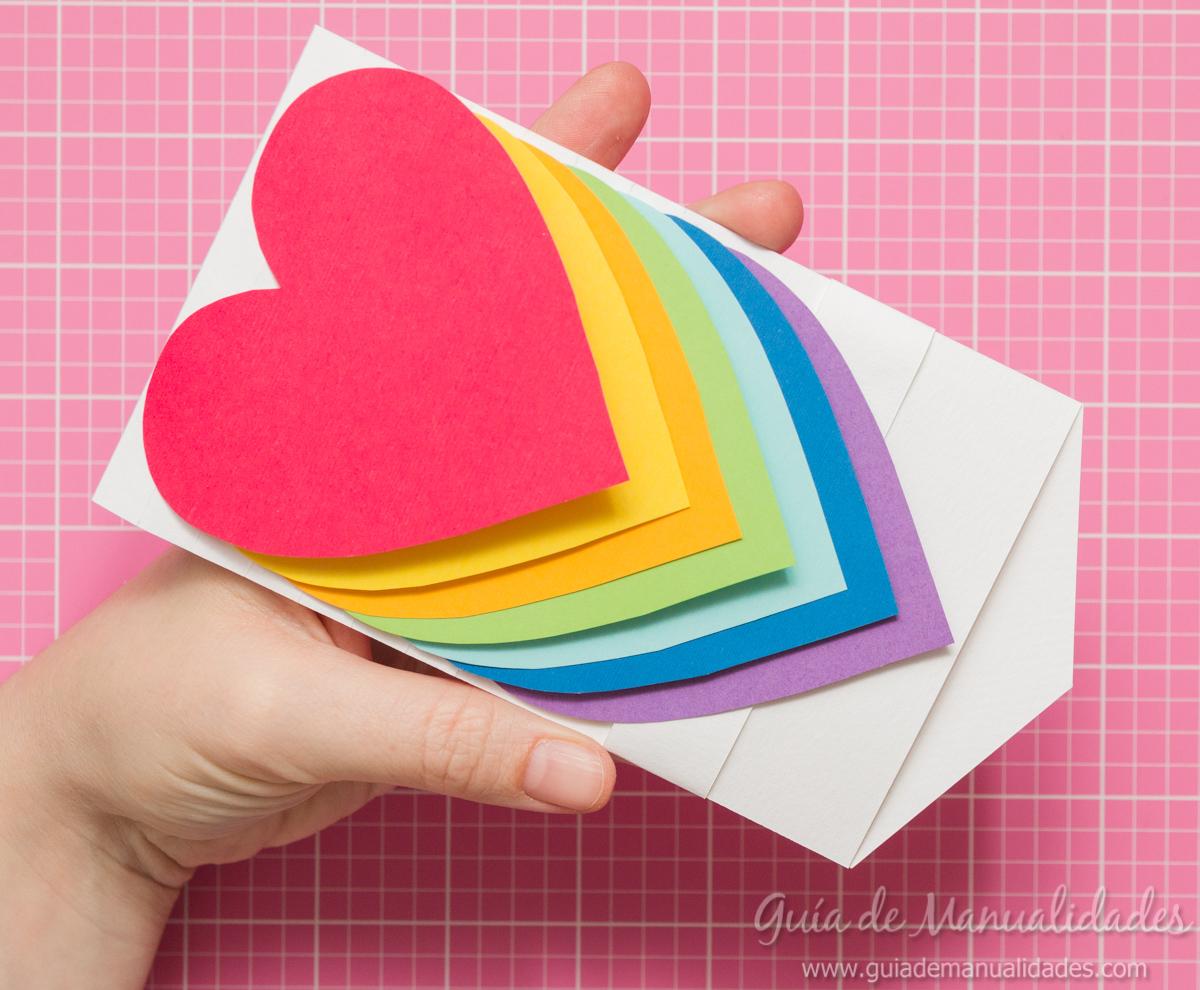 Tarjeta de corazones m viles gu a de manualidades - Papel partitura para manualidades ...