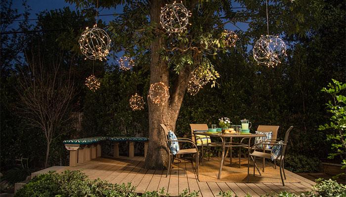globos de luces para el jard n gu a de manualidades On luces para arboles de jardin