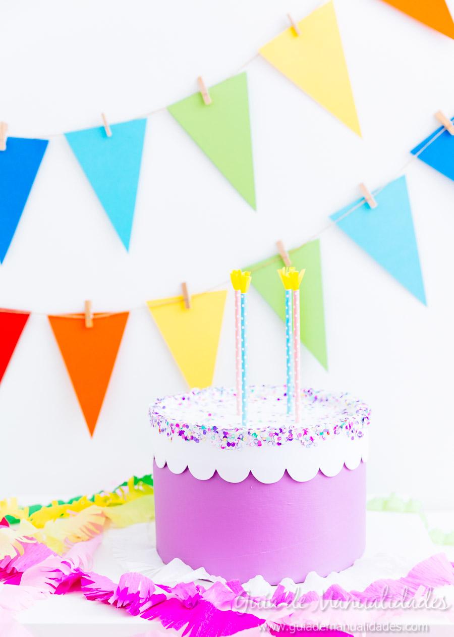 Caja pastel de cumplea os sorpresa gu a de manualidades - Manualidades para hacer en un cumpleanos ...